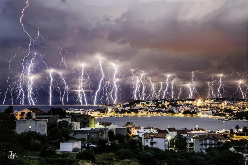 Больше всего в мире молний бывает в Аргентинской пампе. интересное, катастрофа, молнии, факты