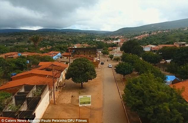 Вид на горнодобывающий регион Карнаиба, штат Баия, Бразилия бразилия, добыча ископаемых, драгоценный камень, изумруд, полезные ископаемые, раскопки, фото, шахта