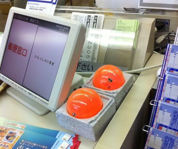 Для чего нужны японским кассирам эти шары? в мире, изобретение, касса, кассир, люди, шары, япония