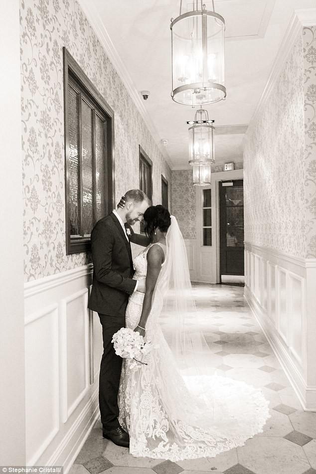 Сентиментальная история: девочка приняла красивую невесту за принцессу из своей любимой книжки в мире, дети, история, книжка, люди, милота, невеста, принцесса