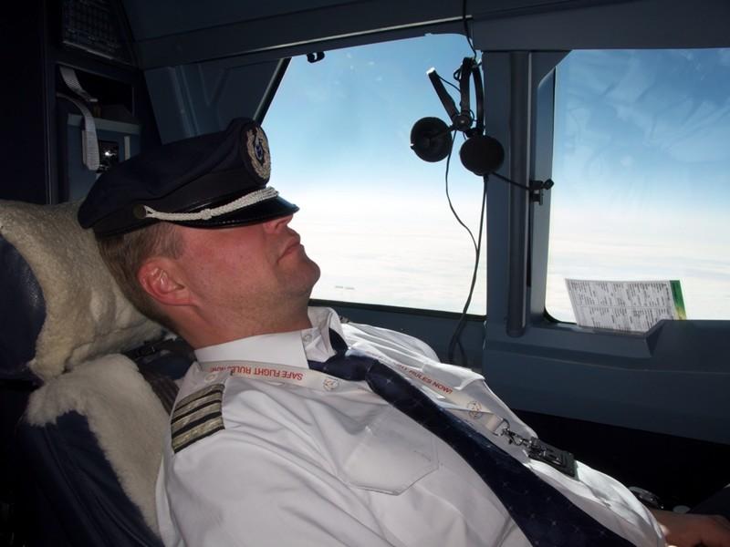 Более чем половине пилотов случалось заснуть в полете авиация, аэропорты, безопасность, невероятно, неприятная правда, перелеты, самолеты, экипаж