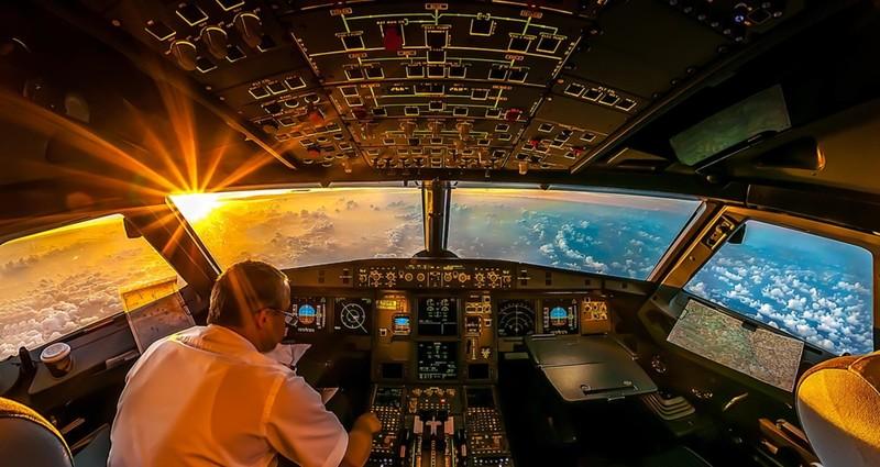 Пилоты часто заклеивают окно бумагой, спасаясь от солнца авиация, аэропорты, безопасность, невероятно, неприятная правда, перелеты, самолеты, экипаж