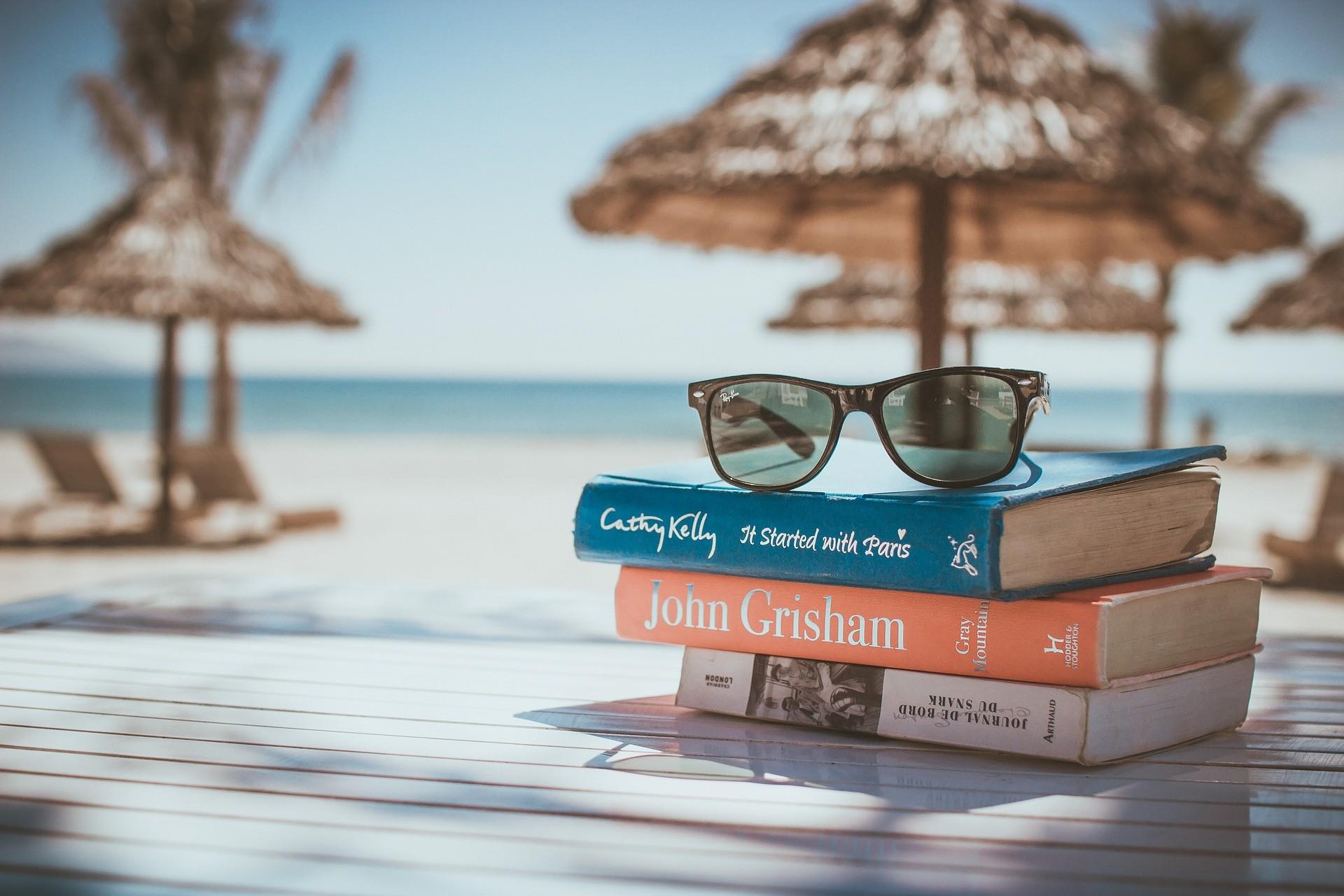 10 книг, которые вы просто обязаны взять с собой в отпуск интересное, книги, лето, отпуск