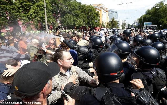 В ходе шествия было зафиксировано несколько нападений активисты, гей парад, демонстрация, лгбт, меньшинства, украина, фото, шествие