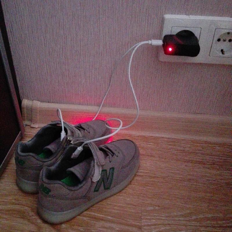 Раньше телефоны заряжали, а теперь - кроссовки вокруг нас, жизненно, прогресс, техника