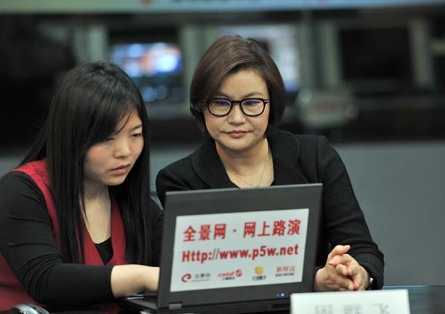 Как фабричная девчонка пробралась в списки миллиардеров от Форбс Lens Technology, Чжоу Цюньфэй, китай, миллиардерша, производство, стекло для смартфона, технологии, форбс