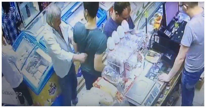 Читая комментарии местных жителей, становится понятно, что пырнувший покупателя ножом мужчина любит выпивать видео, домодедово, криминал, магазин, московская область, нож, покупатель