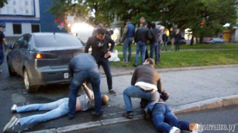 Искрометная погоня за бронированным Крузаком наркоторговцев Петербурге lexus, авто, видео, наркоторговцы, погоня, преследование