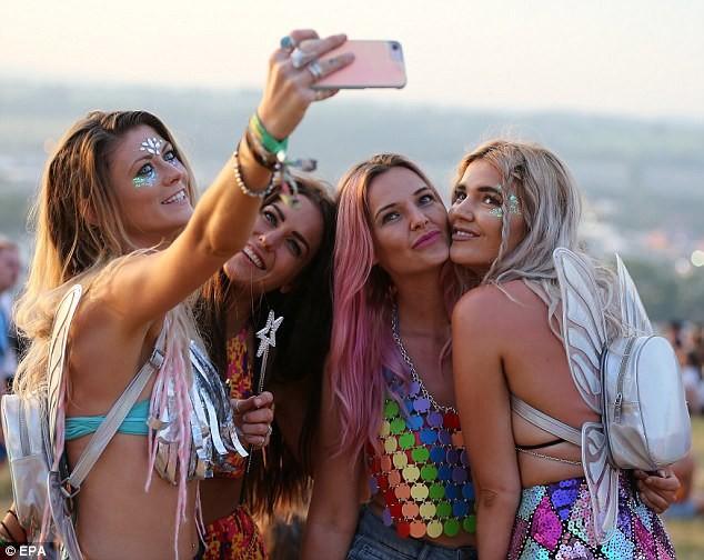 Фестиваль показа женских прелестей, секс без использования презерватива спб шлюхи любим сперму