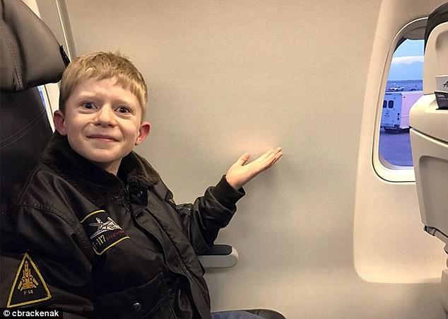 Бесит, когда ты уже размечтался сидеть в самолете у окна, а тебе остается всего четверть форточки бесит, мелочи жизни, нервирует, пустячок а неприятно, раздражает, смешно, фото