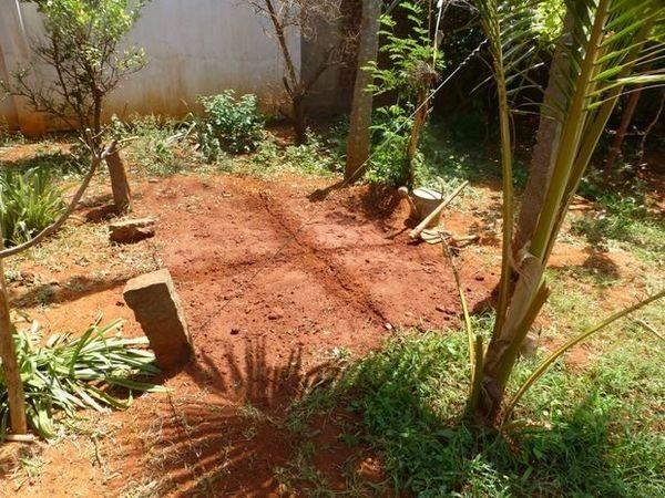 Очищаем площадку от травы и прочей растительностиhttps://i0.wp.com/vmirechudes.com/wp-content/uploads/2017/06/3_result-38.jpg?resize=600%2C450&ssl=1 благоустройство участка, дача, идея для дачи, как сделать, пруд своими руками, прудик