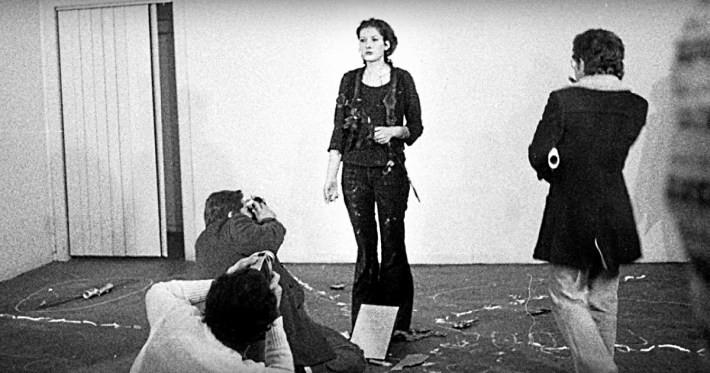 Страшный эксперимент: художница стояла 6 часов смирно и позволяла зрителям творить с ней что угодно Марина Абрамович, люди, художница, эксперимент