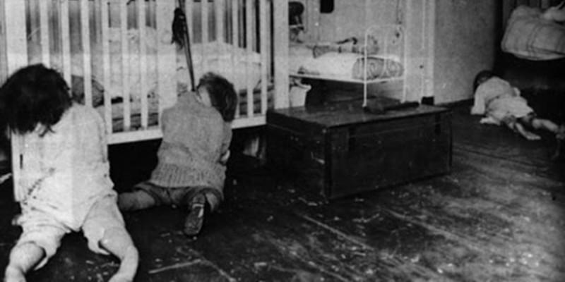 Школа, в которой больные дети содержались в совершенно скотских условиях медицина прошлого, психбольница, психдиспансер, психиатрическая больница, психиатрическая клиника, психиатрические байки, психиатрические лечебницы, ретро фотографии