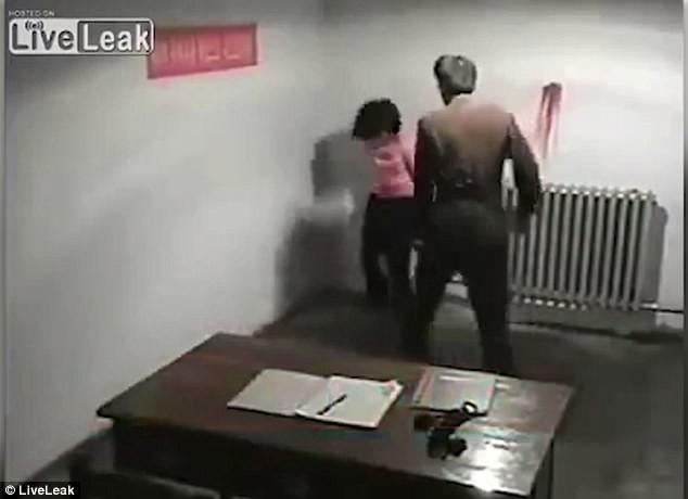 Пытки женщин видео