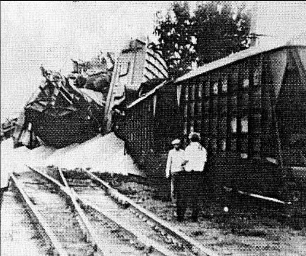 Катастрофа на станции Каменская. Погибло - 106, ранено - 114 человек.