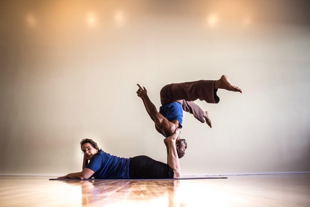 Акройога: йога и акробатика
