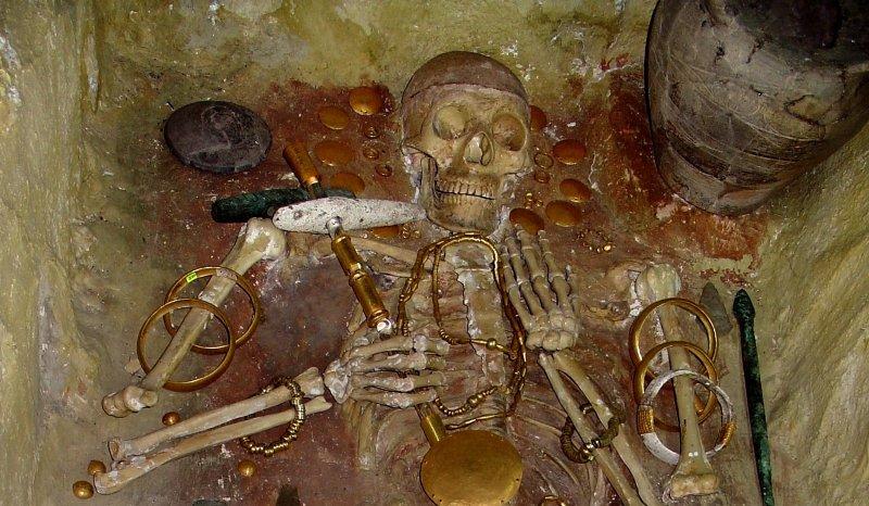 Тайна самого древнего золота мира археология, гробница, захоронение, золото, интересно, мумия, раскопки, скелет