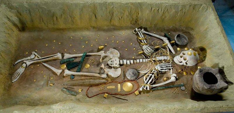 Реконструкция захоронения. археология, гробница, захоронение, золото, интересно, мумия, раскопки, скелет