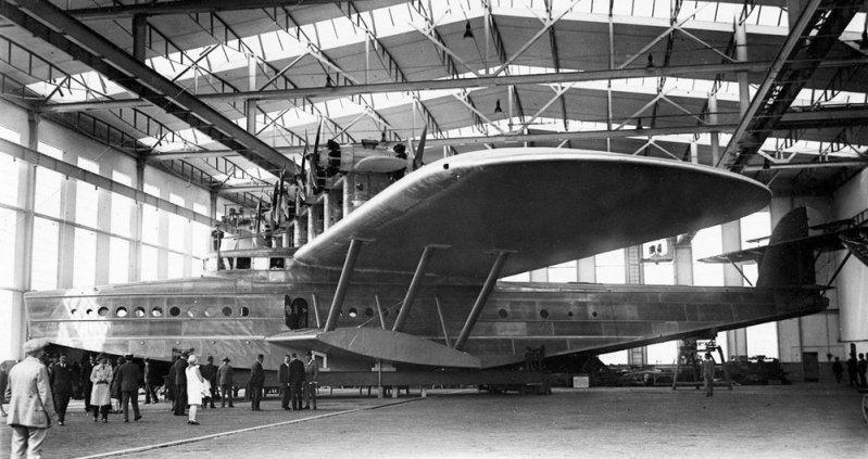 Первый экземпляр Do-X в сборочном цехе. Do-X, Dornier, Дорнье, авиация, воздушная техника, пассажирский самолет, самолет, транспорт