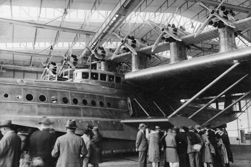 """Первоначально на Do-X установили 12 английских звездообразных 520-сильных моторов Бристоль """"Юпитер"""" в шести тандемных установках над крылом, соединенных дополнительной несущей поверхностью. Do-X, Dornier, Дорнье, авиация, воздушная техника, пассажирский самолет, самолет, транспорт"""