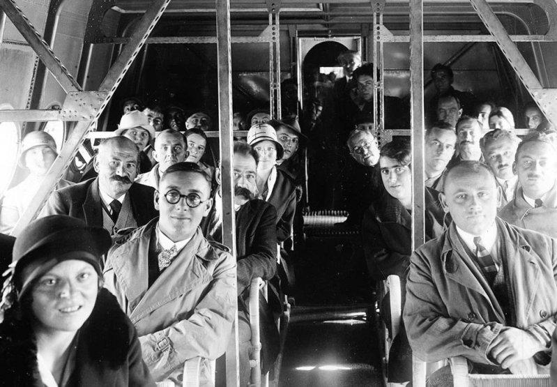 Пассажирами в этом полете были сотрудники КБ, рабочие и инженеры авиазавода, а также - несколько журналистов. Салон, как видно на фото, еще не имел отделки. Do-X, Dornier, Дорнье, авиация, воздушная техника, пассажирский самолет, самолет, транспорт