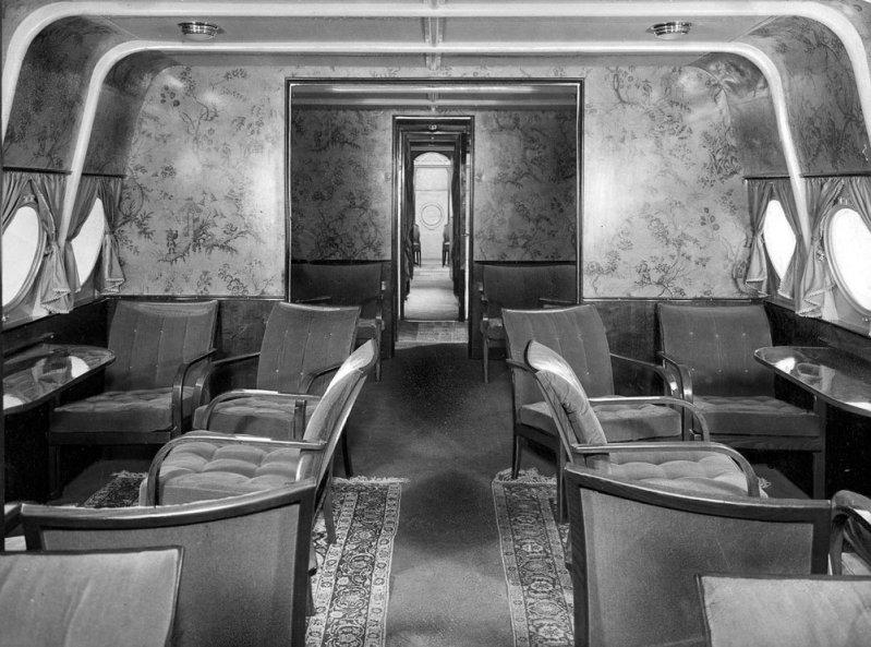 В 1930 году пассажирский салон Do-X полностью преобразился, превратившись в анфиладу роскошных помещений с коврами, мягкой мебелью и обивкой стен узорчатой декоративной тканью. Do-X, Dornier, Дорнье, авиация, воздушная техника, пассажирский самолет, самолет, транспорт