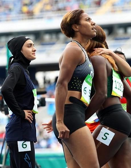 Фотографии, наглядно показывающие столкновение двух цивилизаций баскетбол, волейбол, олимпийские игры, пляжный волейбол, спорт, хиджаб