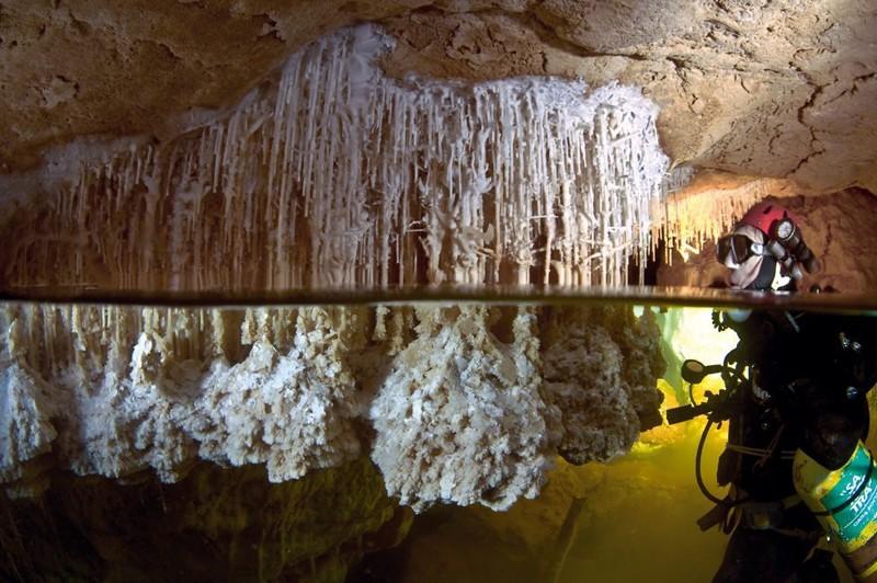 Подводные пещеры в районе Майорки образовались более 60 тысяч лет назад - тогда поднялся уровень воды в океане, и наземные пещеры затопило BBC, в мире, дайвер, жизнь, люди, майорка, пещера, спасение