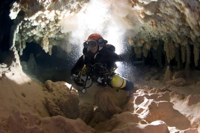 Грасиа под водой в пещере BBC, в мире, дайвер, жизнь, люди, майорка, пещера, спасение