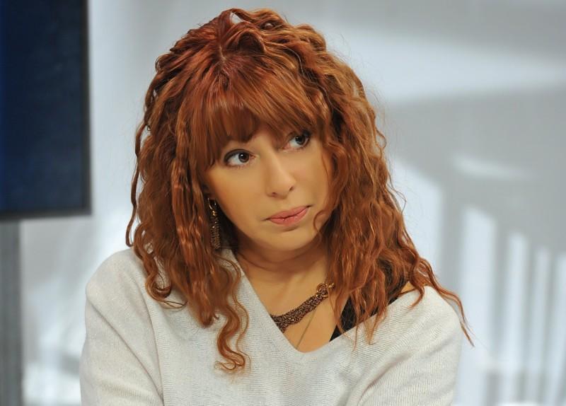 Раньше она была звездой хит-парадов, а сегодня Апина Алёна выступает за 350 000 рублей зарплаты знаменитостей, звезды, знаменитости, сколько зарабатывают звезды
