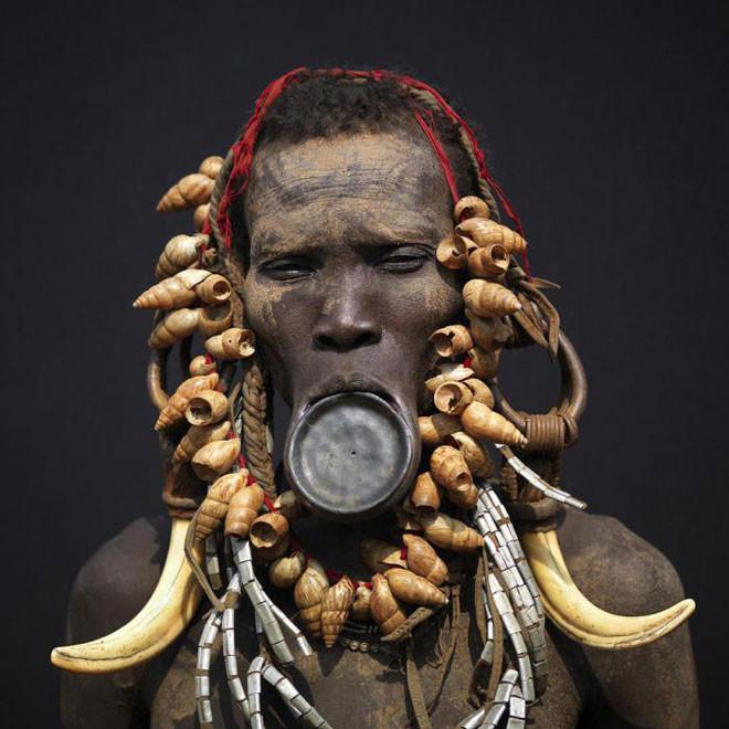 Растянутые губы, люди из племени мурси в мире, внешность, женщины, красота, культура, люди, стандарт, шок