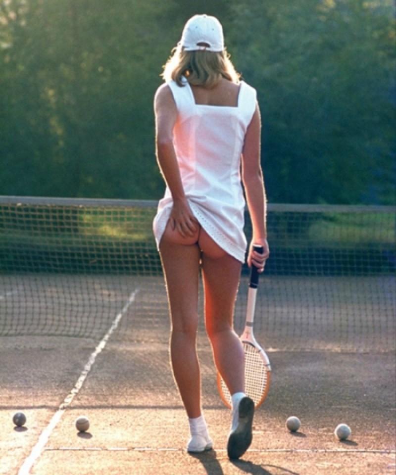 Теннисистки на корте без трусов, мастурбация в общественных местах скрытая камера