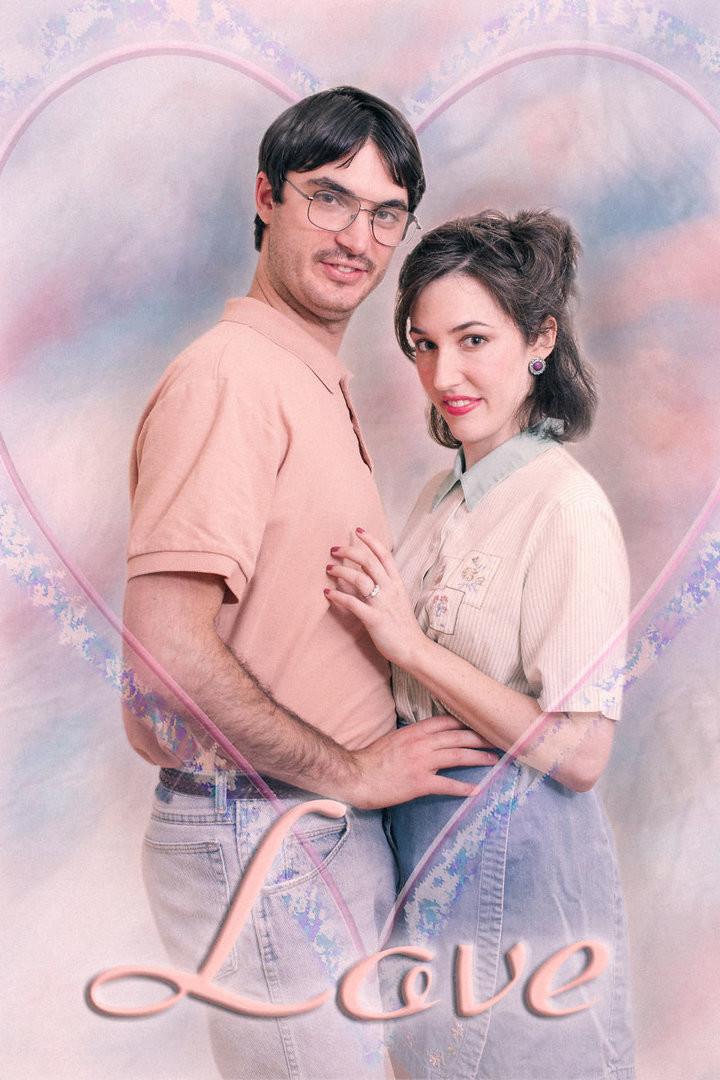 Влюблённые сделали предсвадебную фотосессию в стиле 80-х годов забавно, люди, муж и жена, прикол, ретро, фотосессия, юмор
