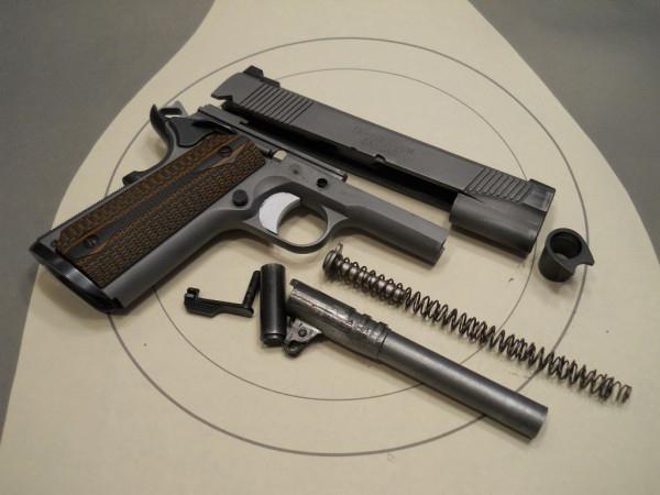 Маленький член в большой пистолет