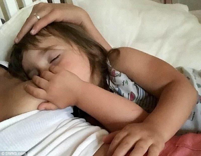 Видео мамочка спит посетила