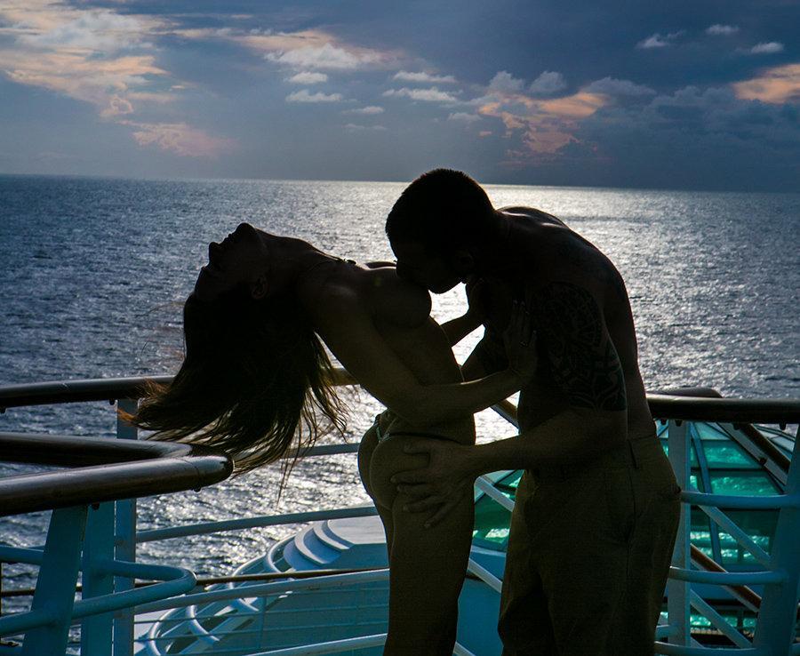 секс фото пары на отдыхе с морем