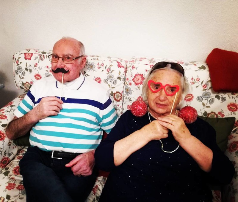 Утром дедушка захотел бабушку секс
