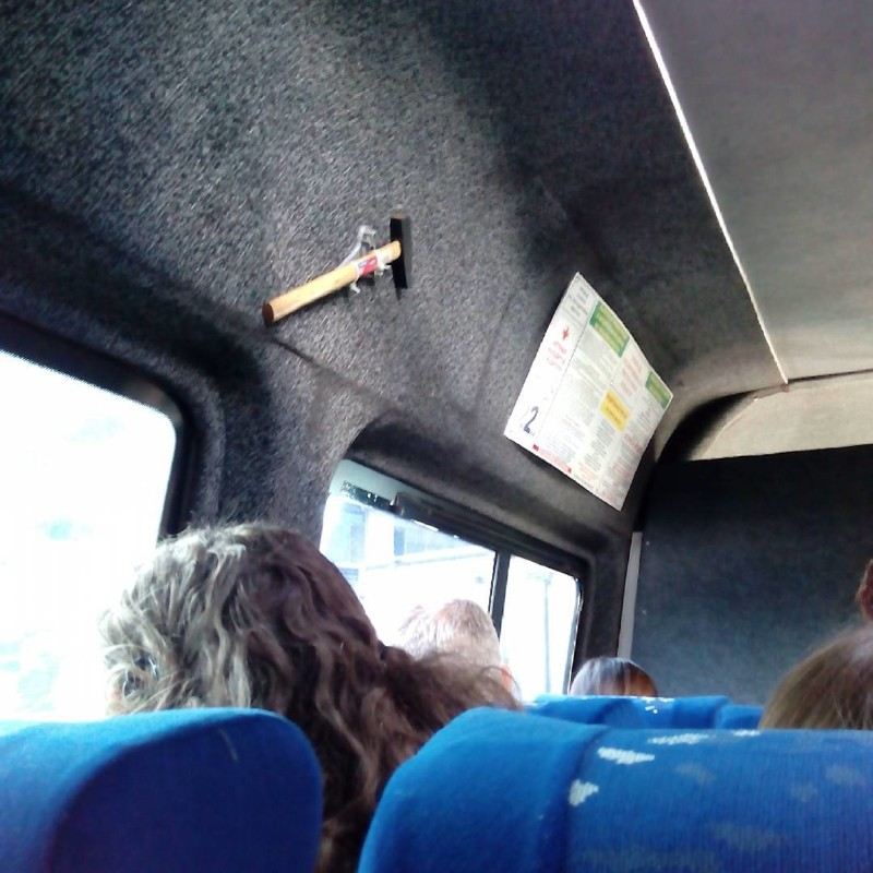 devushka-prizhalas-k-muzhiku-v-metro-ili-v-avtobuse-devushki-tolpoy-po-ocheredi-konchayut-muzhiku-v-rot