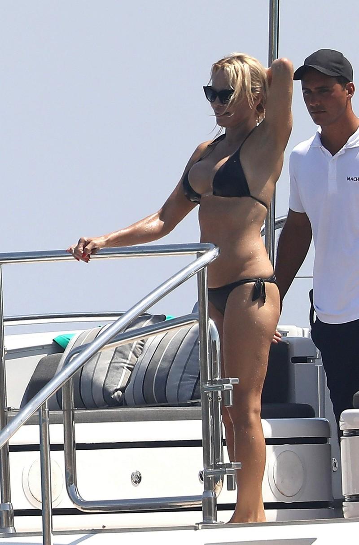 50-летняя Памела Андерсон в бикини pamela anderson, актриса, бикини, возраст, красотв, люди, тело, фигура