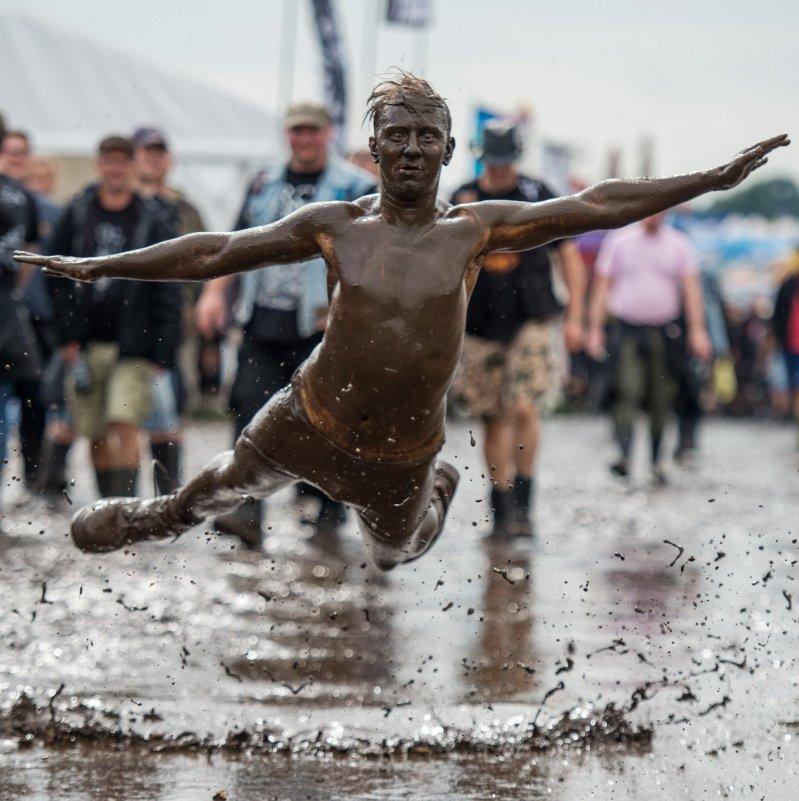 Прыжок в грязь день, животные, кадр, люди, мир, снимок, фото, фотоподборка