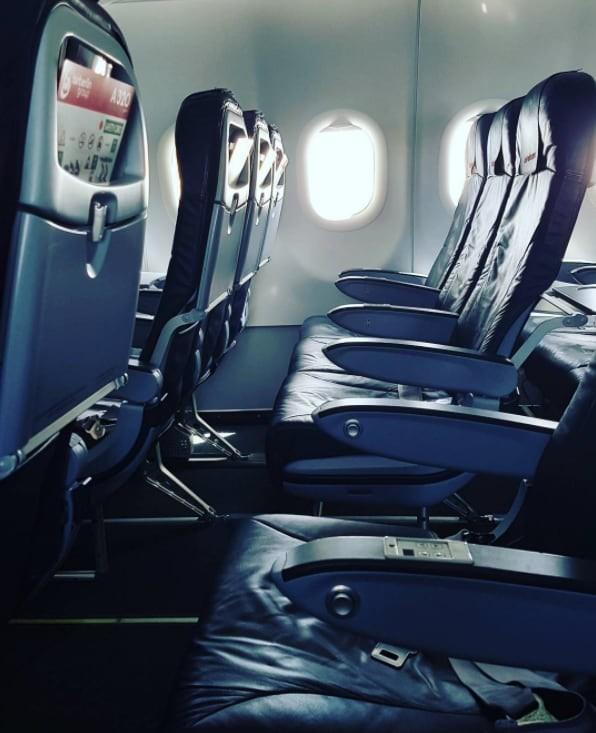 В начале полета на самолете полезно посчитать, сколько рядов отделяет вас от ближайшего выхода Чрезвычайная ситуация, безопасность, жизнь, интересно, несчастный случай, полезные советы, советы, спасение