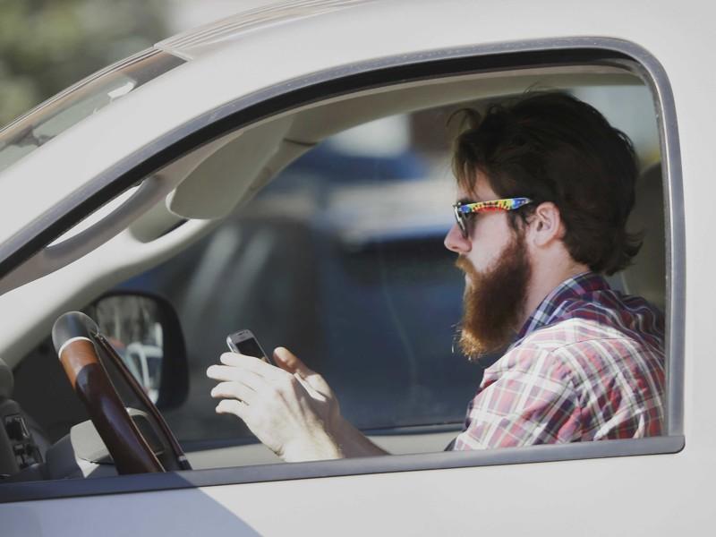 Не сидите в телефоне за рулем Чрезвычайная ситуация, безопасность, жизнь, интересно, несчастный случай, полезные советы, советы, спасение