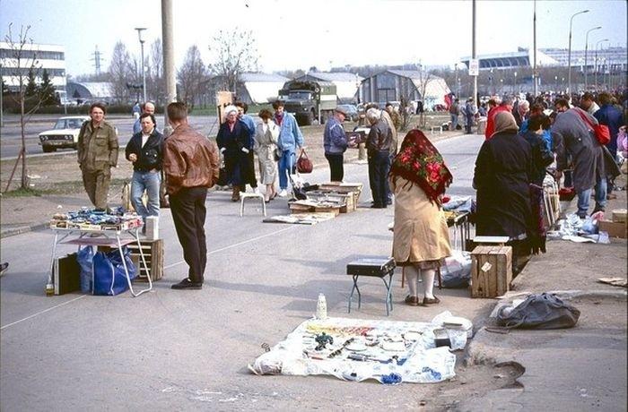 Стихийный рынок вспомнить молодость, дорогие россияне, история, как это было, лихие 90-е, россия, фото, это наша с тобой биография