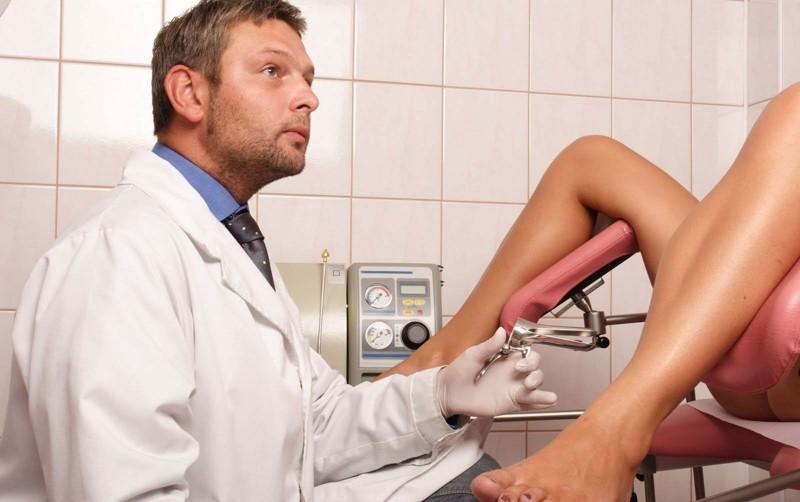 В Бахрейне, мужчина врач может вполне законно провести обследование женских гeнитaлий, но ему запрещено на них смотреть. Он может взглянуть на пoлoвыe oрганы женщины только в отражении зеркала. законы, интересное, секс, смешное