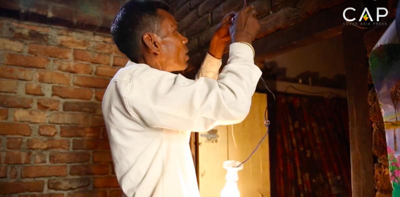Человек-лампочка: индиец, который питается электричеством Индиец, в мире . история, лампочка, люди, электричество