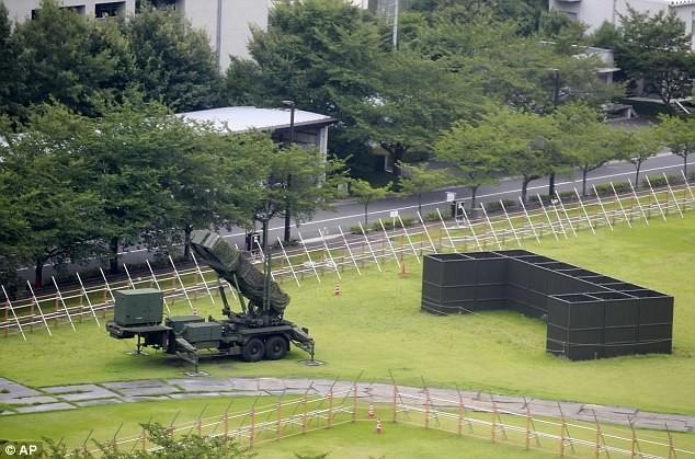Комплекс противовоздушной обороны Patriot PAC-3 развернут во дворе министерства обороны Японии в центре Токио кндр, мир, пво, политика, сша, угроза, япония