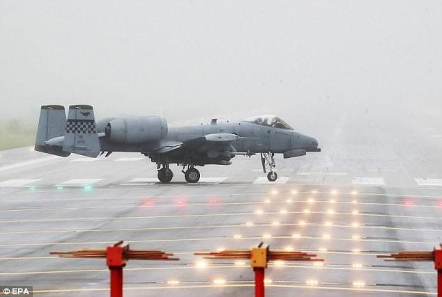 A-10 Thunderbolt готовится к взлету на авиабазе Осан американских ВВС в Пхентхэке, Южная Корея, 10 августа кндр, мир, пво, политика, сша, угроза, япония
