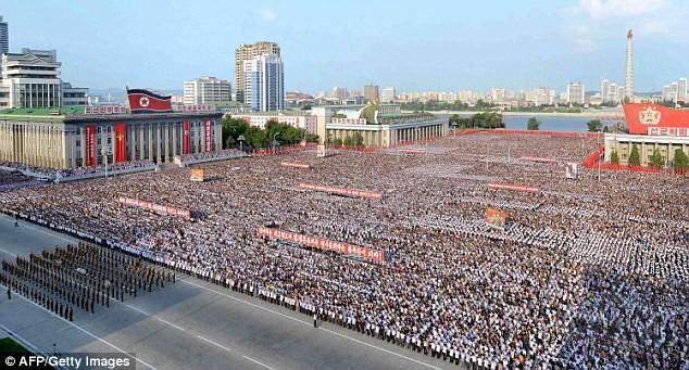 9 августа в Пхеньяне прошел многотысячный митинг протеста против новых санкций ООН кндр, мир, пво, политика, сша, угроза, япония