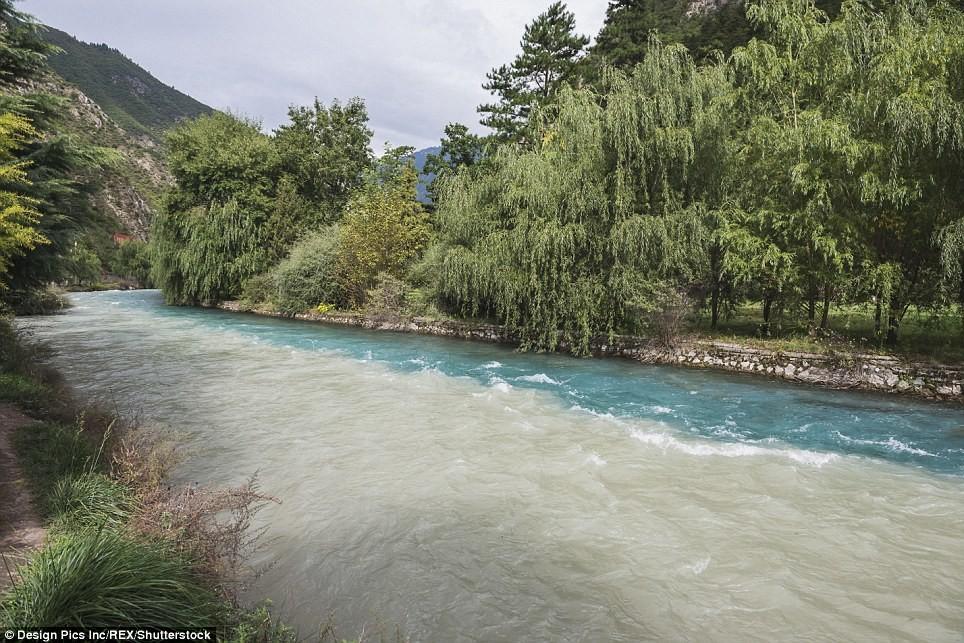Точка, где встречаются две реки разного цвета Сычуань, до и после, землетрясение, китай, национальный парк, оползни, стихийное бедствие, стихия