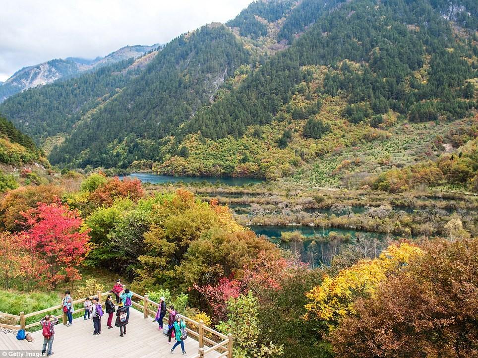 Заповедник Чзючжайгоу входит в список объектов Всемирного наследия ЮНЕСКО Сычуань, до и после, землетрясение, китай, национальный парк, оползни, стихийное бедствие, стихия